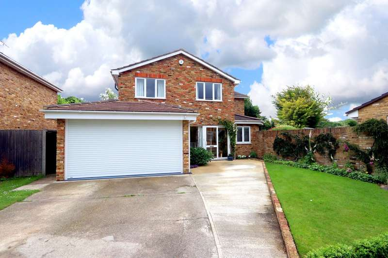 4 Bedrooms Detached House for sale in Millstream Way, Wooburn Moor, HP10