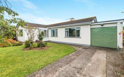3 Bedrooms Bungalow for sale in Rosudgeon, Penzance, Cornwall
