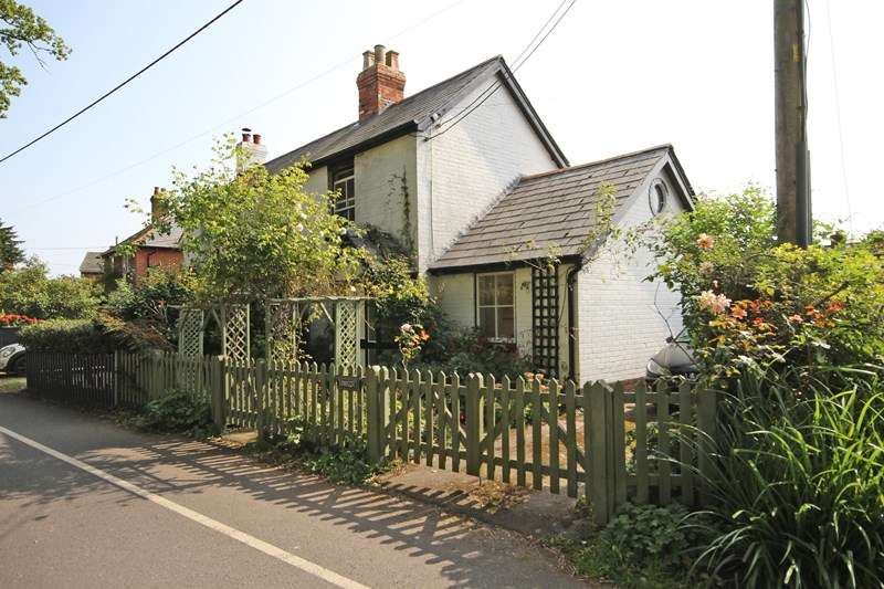2 Bedrooms Semi Detached House for sale in Woodcock Lane, Hordle, Lymington