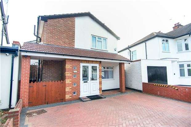 4 Bedrooms Property for sale in Elmsleigh Avenue, Kenton, HARROW, Middlesex, HA3 8HY