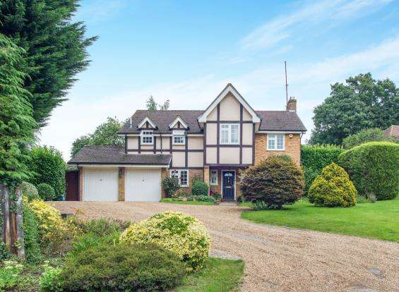 5 Bedrooms Detached House for sale in Claygate, Esher, Surrey