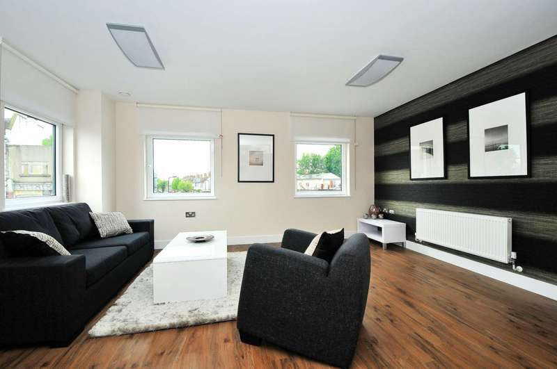 2 Bedrooms Flat for rent in The Green, Southall, UB2