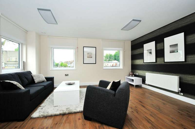 2 Bedrooms Flat for rent in The Green, Ealing, UB2