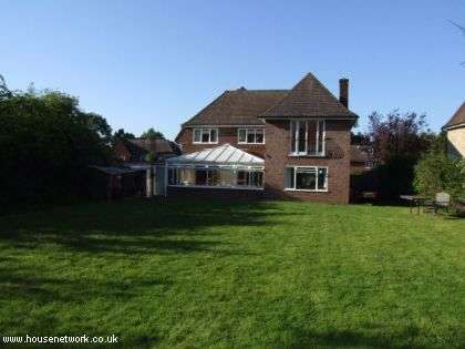 4 Bedrooms Detached House for sale in Fiona Close, Bookham, Surrey, KT23 3JU