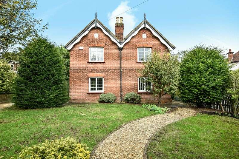 4 Bedrooms Detached House for sale in Kewferry Road, Northwood