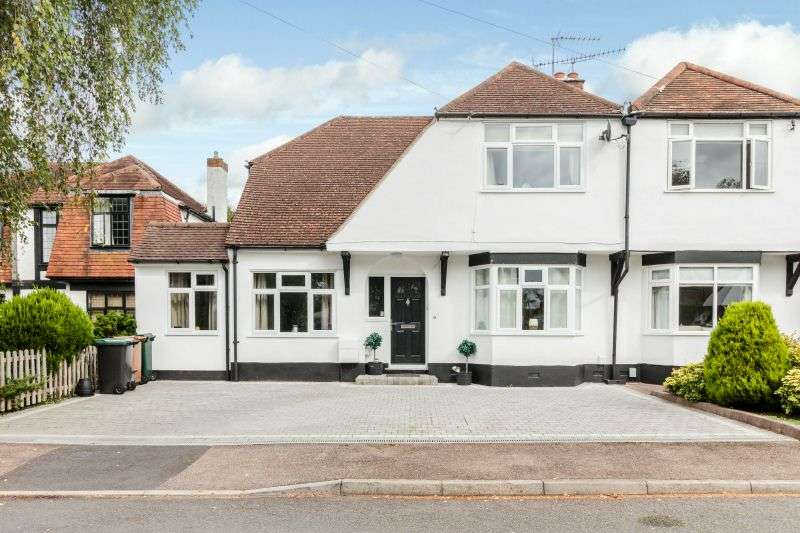 3 Bedrooms Semi Detached House for sale in The Highlands, Rickmansworth, Hertfordshire, WD3 7EW