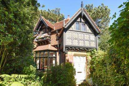 4 Bedrooms House for sale in Elmstead Lane, Chislehurst, Kent