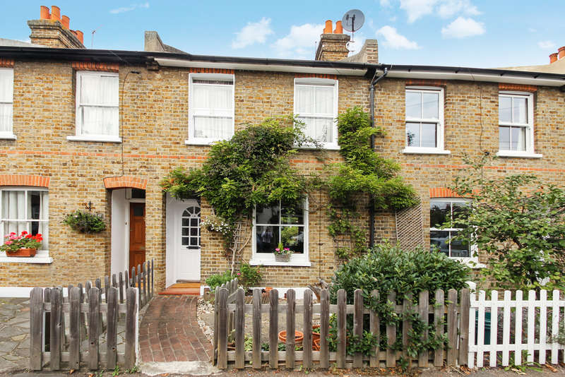 2 Bedrooms Cottage House for sale in Beaconsfield Road, Surbiton