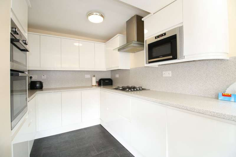 3 Bedrooms End Of Terrace House for sale in Dock Road, Tilbury