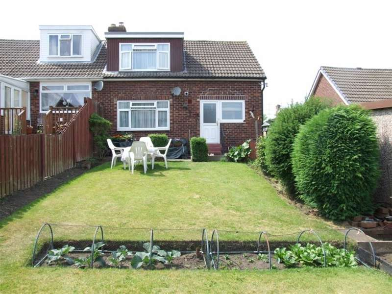 3 Bedrooms Semi Detached Bungalow for sale in Cherry Tree Drive, Greetland, Halifax, HX4 8HU