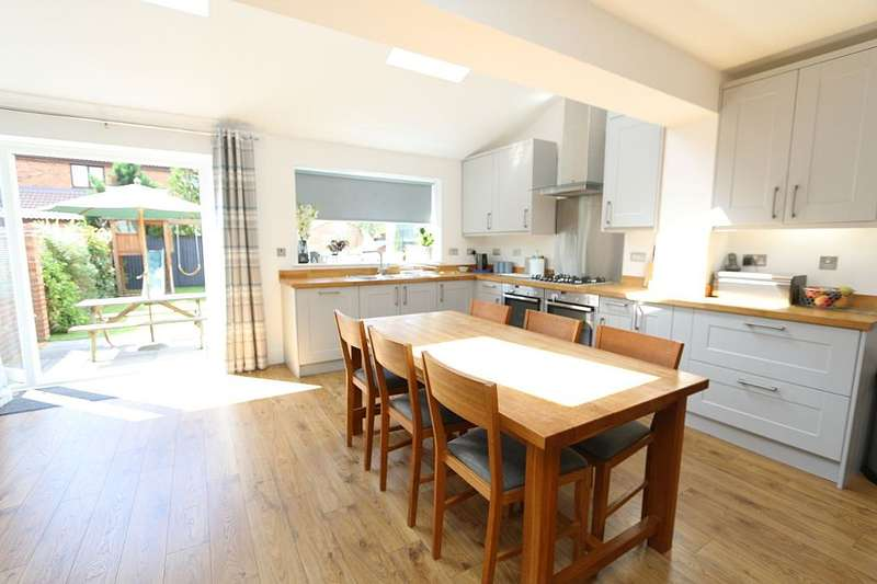5 Bedrooms Semi Detached House for sale in Simplemarsh Road, Addlestone, Surrey, KT15 1QW