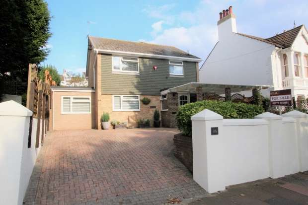 3 Bedrooms Detached House for sale in Southdown Avenue Brighton