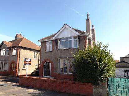 3 Bedrooms Detached House for sale in Balmoral Road, Morecambe, Lancashire, United Kingdom, LA4