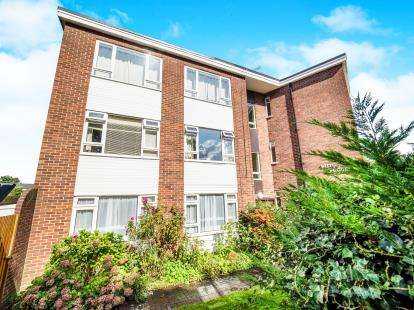 2 Bedrooms Flat for sale in Fairfield Road, Woodford Green, Essex