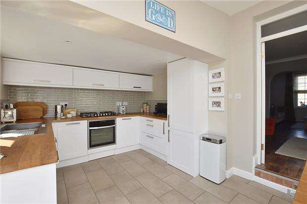 2 Bedrooms Terraced House for sale in Upper Norwood Street, CHELTENHAM, Gloucestershire, GL53 0DT