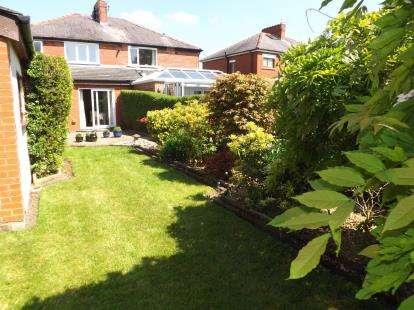 3 Bedrooms Semi Detached House for sale in Kensington Avenue, Penwortham, Preston, PR1