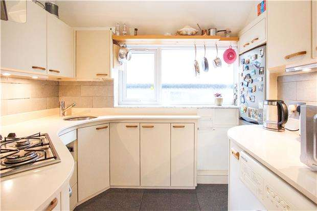 2 Bedrooms Maisonette Flat for sale in Shirley Court, Highfield Avenue, KINGSBURY, NW9 0QD