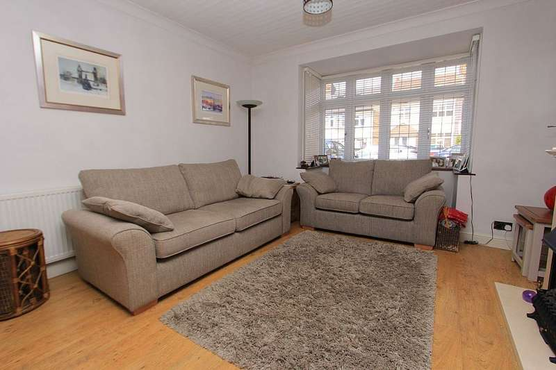 4 Bedrooms End Of Terrace House for sale in Marshalls Drive, Romford, Essex, RM1
