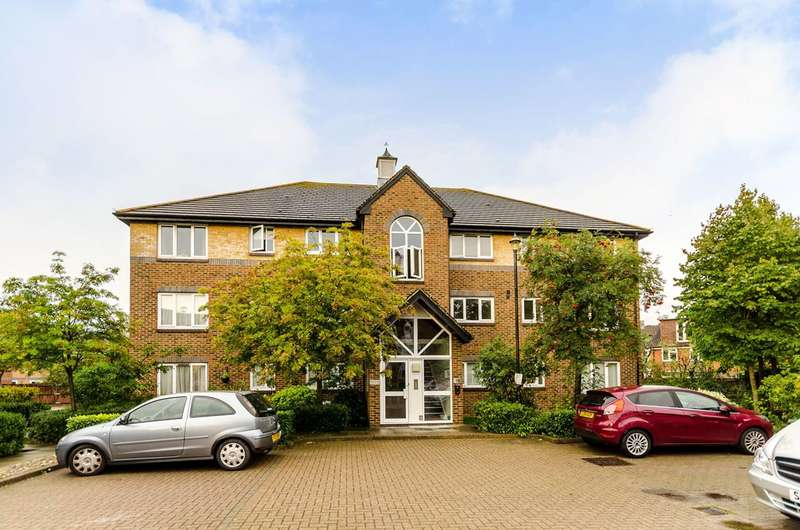 1 Bedroom Flat for sale in Cotswold Way, Worcester Park, KT4