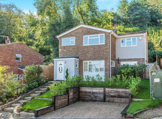 4 Bedrooms Detached House for sale in Godalming, Surrey