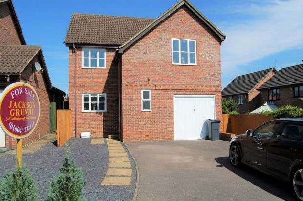 4 Bedrooms Detached House for sale in Fuchsia Close, Abington Vale, Northampton NN3 3XJ