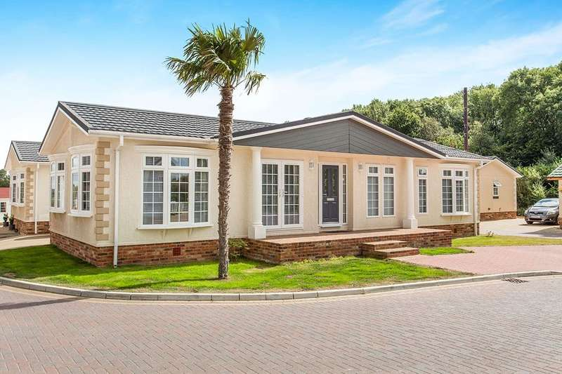 2 Bedrooms Detached Bungalow for sale in Franklins Avenue, Pilgrims Retreat,Harrietsham, Maidstone, ME17