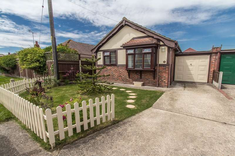 1 Bedroom Detached Bungalow for sale in Linne Road, Canvey Island, SS8