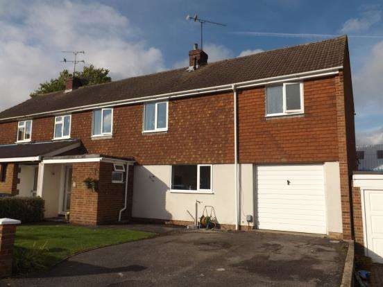 4 Bedrooms Semi Detached House for sale in Fleet, Hampshire