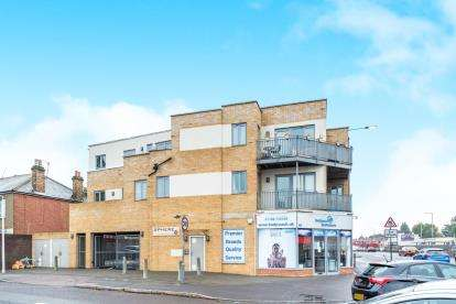 1 Bedroom Flat for sale in Collier Row, Romford, Essex
