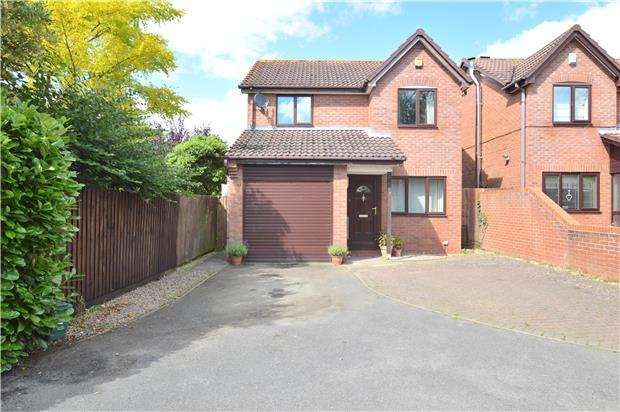 3 Bedrooms Detached House for sale in Chiltern Avenue, Bishops Cleeve, CHELTENHAM, Gloucestershire, GL52 8XP