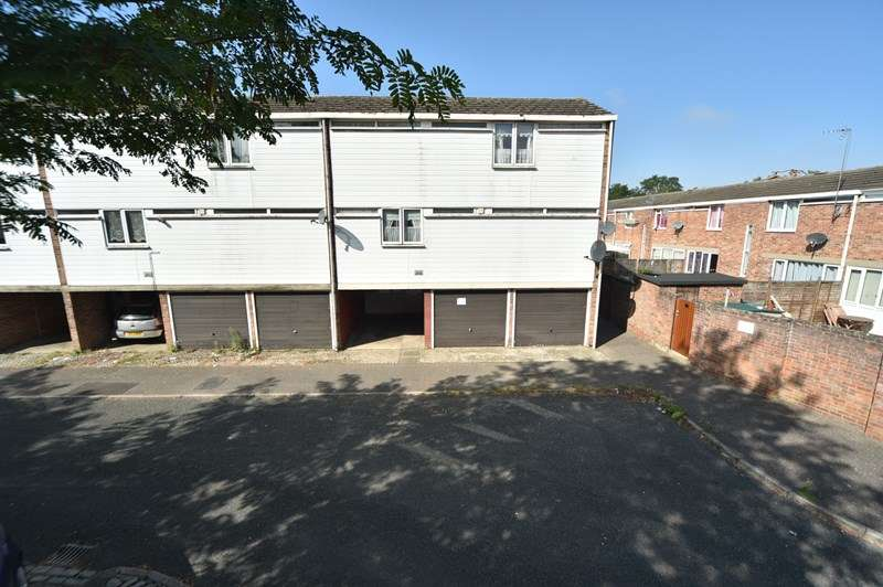 3 Bedrooms Town House for sale in Clare Close, Mildenhall, Bury St. Edmunds