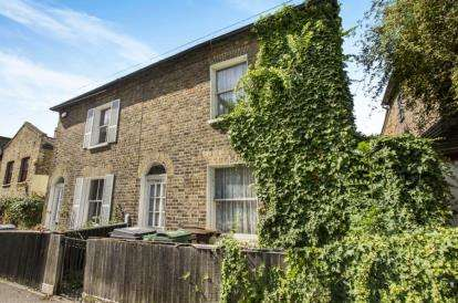 2 Bedrooms End Of Terrace House for sale in London, Walthamstow, England