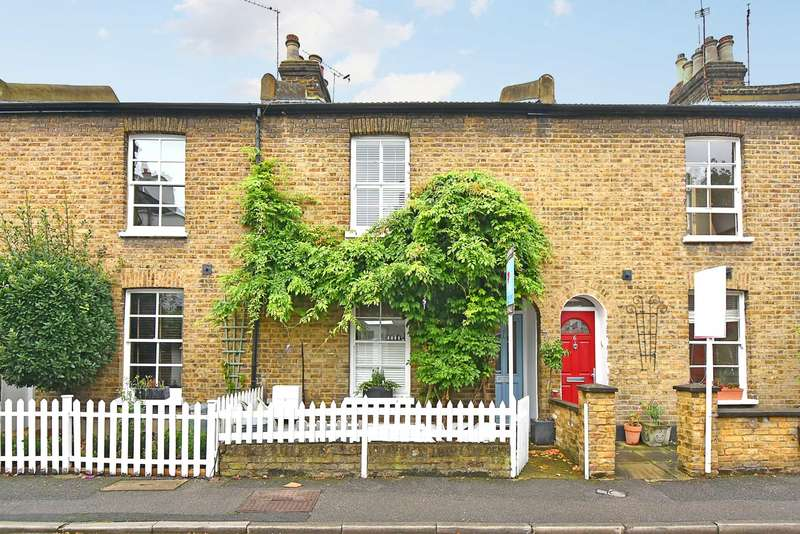 3 Bedrooms Terraced House for sale in Kerrison Place, Ealing