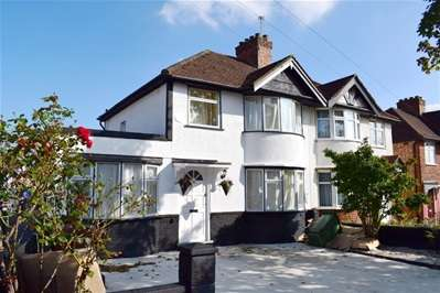 4 Bedrooms Semi Detached House for sale in Windsor Road, Harrow Weald