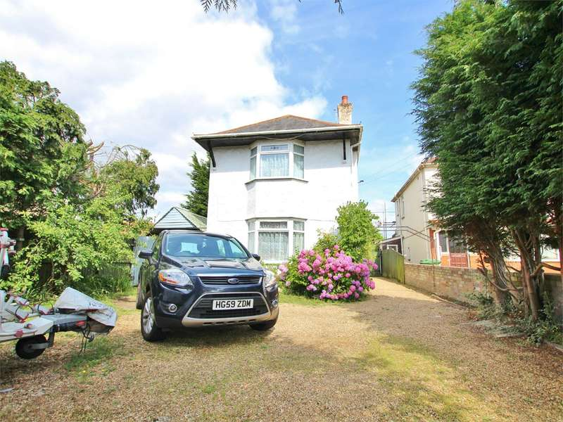 4 Bedrooms Detached House for sale in Wimborne Road, Oakdale, Poole, BH15