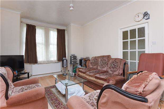 3 Bedrooms Terraced House for sale in Crusoe Road, MITCHAM, Surrey, CR4