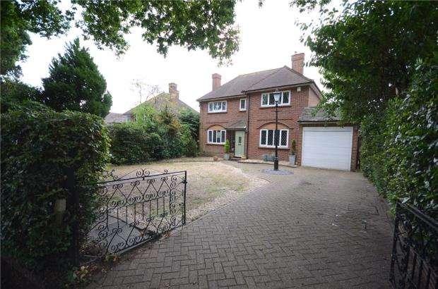 3 Bedrooms Detached House for sale in Ayling Lane, Aldershot, Hampshire