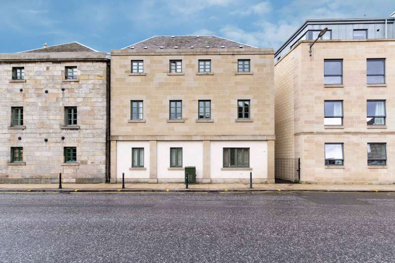 2 Bedrooms Flat for sale in Great Junction Street, Leith, Edinburgh, EH6 5LD