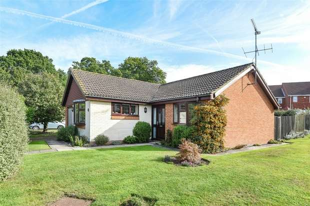 3 Bedrooms Detached Bungalow for sale in Trefoil Close, WOKINGHAM, Berkshire