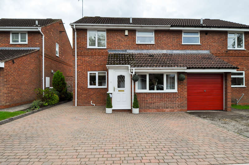 3 Bedrooms Semi Detached House for sale in Abbotswood Close, Winyates Green, Redditch