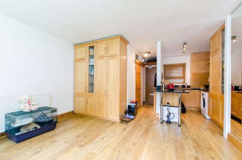Studio Flat for sale in St Saviours Estate, Bermondsey, SE1