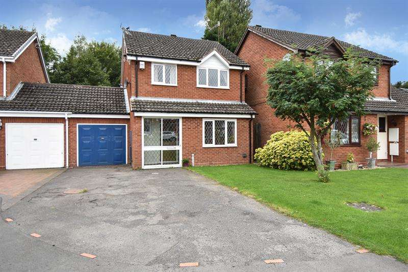 4 Bedrooms Link Detached House for sale in Poplar Close, Catshill, Bromsgrove