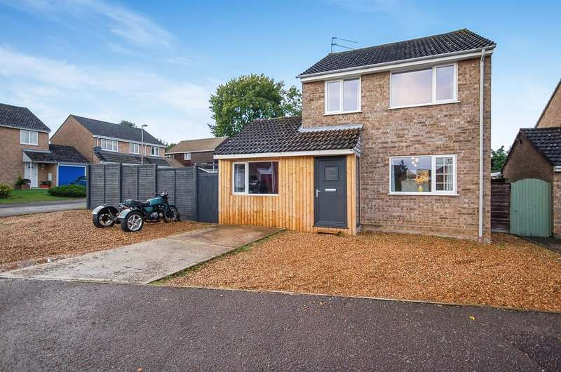 4 Bedrooms Detached House for sale in Tennyson Way, Thetford