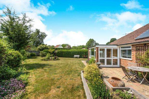 2 Bedrooms Bungalow for sale in Chilworth, Guildford, Surrey