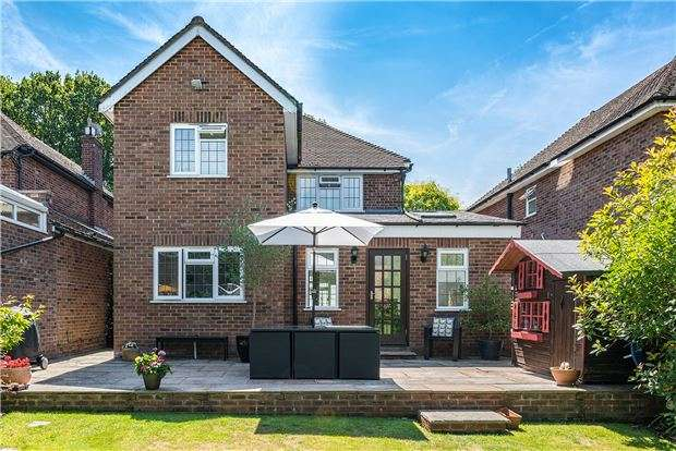 4 Bedrooms Detached House for sale in Hillford Place, REDHILL, RH1 5AT