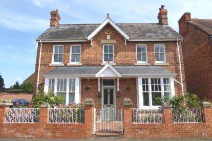 3 Bedrooms Detached House for sale in Northwick Road, Evesham, Worcestershire