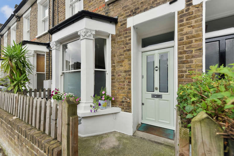 3 Bedrooms Terraced House for sale in Whistler Street,N5 1NH