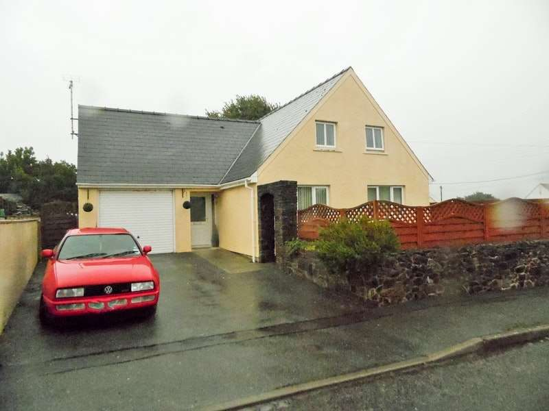 3 Bedrooms Detached House for sale in Little Castle Grove, Milford Haven, Pembrokeshire, SA73
