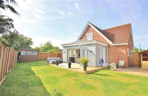 4 Bedrooms Bungalow for sale in Sunbury Close, Bournemouth