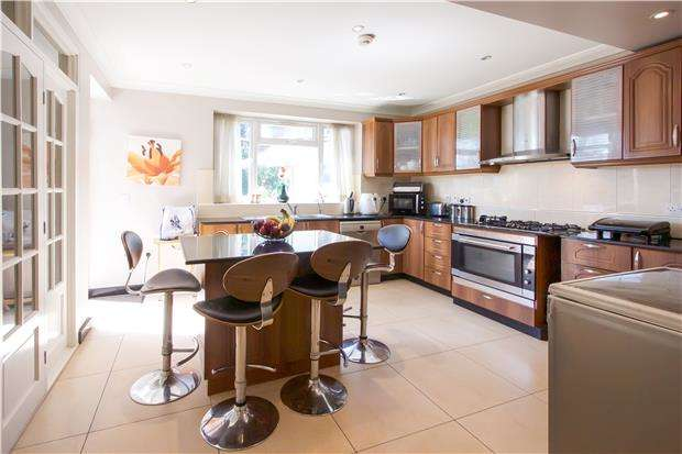 5 Bedrooms Semi Detached House for sale in Springfield Gardens, NW9 0RT